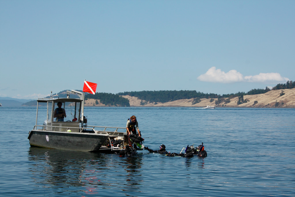 dive boat with SCUBA divers
